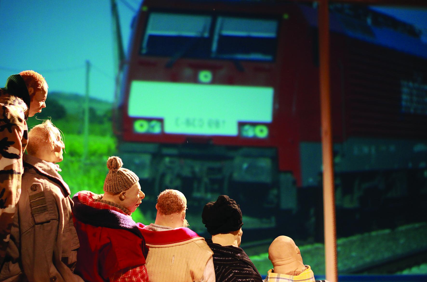 intercity-8-das-weite-theater-spiel-christine-m%ef%bf%bdller-irene-wintertorsten-gesser-martin-karl_foto-peter-koppatsch
